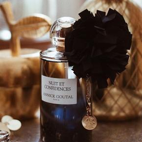 """""""Nuit et Confidences"""" fra Annick Goutal vanilje/tonka/incence. Så lækker vaniljeduft. Super koncentreret niche parfume.  Brand: Annick Goutal Oiseaux de Nuit Varetype: Ny """"Nuit et Confidences"""" Eau De Parfum Størrelse: 100 ml/97ml fuld. Oprindelig købspris: 1200 kr"""
