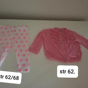 En rigtig fin lyserød trøje er brugt 2 gange  og men en rigtigt fin lyserød  bukser den er aldrig blevet brugt de fejler intet. Jeg sælger som sæt  til 50 kr. Eller en for 25 kr. Jeg sender men kun hvis i betaler for fragt.  ( str på trøje er 62. Og str på bukser er 62/68. )