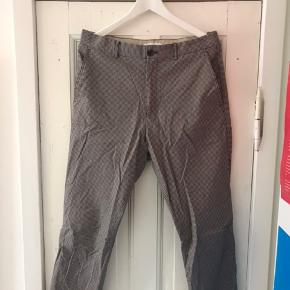 Ternede bukser fra Samsøe & Samsøe. Brugt en enkelt gang :) De er i str. 50 som svarer til en Large