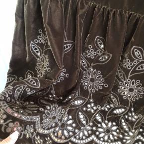 Flotteste lange velour kjole med cut out detaljer   #Secondchancesummer