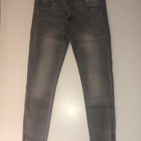 Helt nye jeans med strech. Str 29 (svarer til en str 36-38)  Jeg sender samme dag du køber 🥳