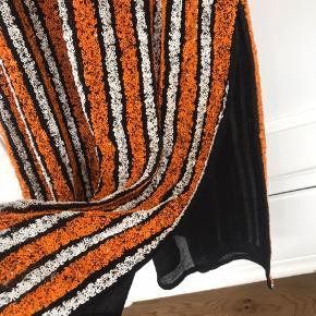 Super fin Ganni kjole med palietter. Brugt 1 gang (og med underarms pads, så ingen lugt osv.)  Svarer til str.38 / M