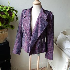Mega fed bomulds jakke i biker snit, lilla, blå og rød. Kan bruges som blazer, overtøj eller cardigan