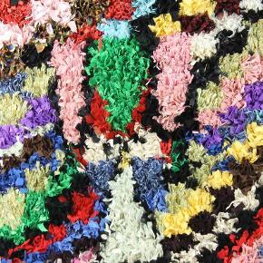 Håndlavet boucherouite tæppe. Aldrig brugt. Måler 200x130 cm.