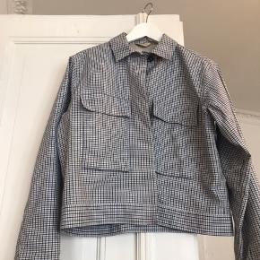 Size XS but an oversize fit - great condition.