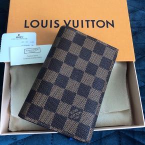 Ny Louis Vuitton pas holder, aldrig brugt.  Fast pris: 2500,- kr.