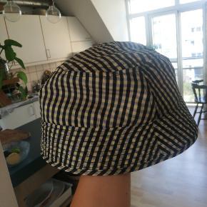 COLLUSION hat & hue