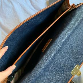 Super fin taske. Købt i Mulberry shop i Norge   Fin til skole/arbejde da den nemt rummer pc.