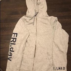 Varetype: hætte Farve: Grå  Sælger denne Soulland x Nike hættetrøje fra deres berømte FriDay collection.  Bud ønskes :-)
