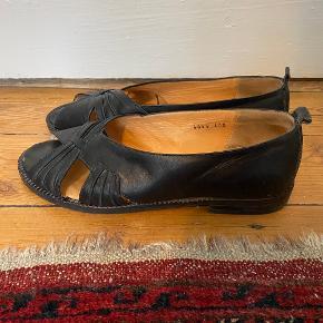 Fine flats / ballerina sko i læder med fine detaljer