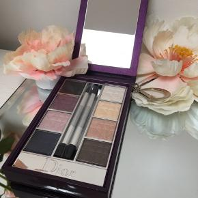 "💜💄DIOR 💄💜 MAKE UP 💜💄  Beautiful ❣️BRAND NEW ❣️ Dior make up box💜 Brand new eyeshadow palette with great colours.  Comes in the purple Dior box with new brushes and mirror too, has also "" D"" charm.  Shipping 37 kr.  💕💜💄"