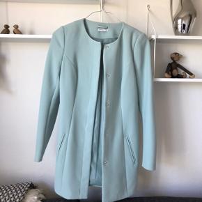 Mint/pastel farve jakke str xs.  Afhentes i Glostrup eller sendes 📦 Se flere ting på min profil - følg gerne 🌼