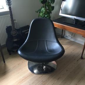 Læderstol Kan dreje 360 grader 78cm i højden 78cm i bredden