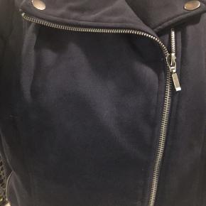 Ruskindsjakke med lynlås, brugt få gange
