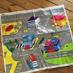 Dug legetæppe bilbane  -fast pris -køb 4 annoncer og den billigste er gratis - kan afhentes på Mimersgade 111 - sender gerne hvis du betaler Porto - mødes ikke andre steder  - bytter ikke