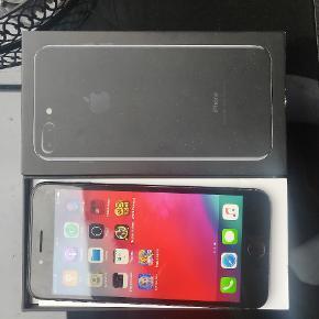 iPhone 7 plus 256 GB virker fint ,,,,bagkamera har pletter men den virker se billeder nr 3,,,kun telefon og kassen,det er derfor billig pris