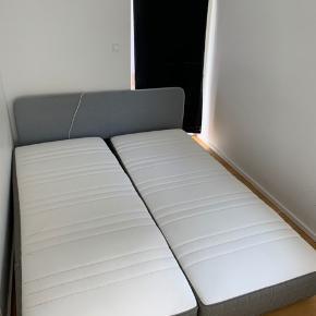 Sælger disse to enkeltmandsmadrasser med tilhørende lameller med målene 200x80 cm. De er 2 år gamle. Topmadras medfølger gratis, da den trænger til rens. Prisen er 800 kr. for det hele.