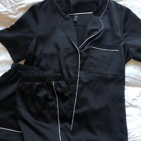 Skjorte - del af sæt - sælges samlet for 200. Aldrig brugt