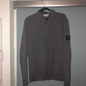 Stone Island trøje Str XL fitter dog mere som en medium/lille large 2 små flaws Ellers god stand  BYD np 1700