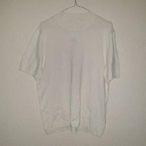 Smuk trøje fra H&M, aldrig brugt og prismærket sidder stadigvæk i.