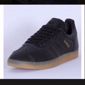 Lækre Adidas Originals Gazelle sneakers.  Fin stand.  Størrelses angivelsen er 38 2/3.