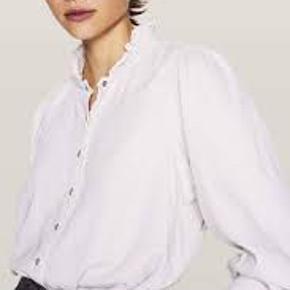 Smuk skjorte. Model Axelle, farven hedder chalk. Aldrig brugt