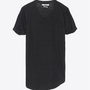 Isabel Marant etoile Koldi T-shirt uden logo. Den er helt enkel og svarer til en medium/38 (dansk). Den er 100% hør.  Respekter venligst at jeg ikke bytter og køber betaler porto samt gebyr ved tspay.