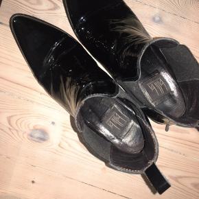 Fede støvler fra billi sælges. Er brugt men fremstår i flot stand :)