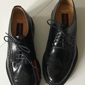 Flotteste nye sorte lak lædersko. Indvendig sållængde 25,5 cm.