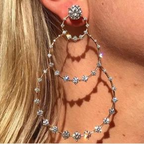 Smukke øreringe  Aldrig taget i brug   Mp 30kr