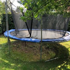 God trampolin. Gives gratis væk. Skal afhentes i denne weekend. Brugt men fungere som den skal.