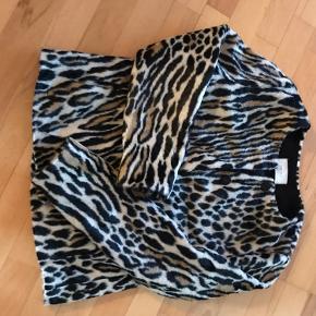 Leopardmønster i kunst pels.