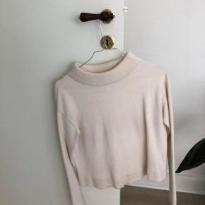 Flot bluse/sweater i god stand. Spørg endelig for flere billeder