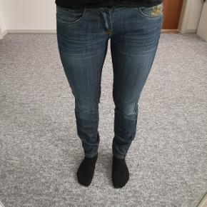 Killah bukser, brugt et par gange 🌸Str 27 - 150,- INKL porto.  Spørg for flere detaljer.   Jeg er ca 162cm og 52kg