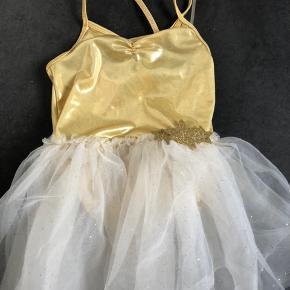 H&M gymnastik/ballerinadragt. Str 4-6. Brugt mest til udklædning