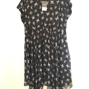 Flot kjole med elastik og bindebånd i taljen