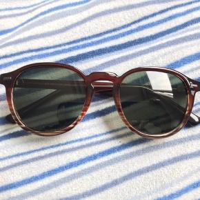 100% polariserede solbriller i god kvalitet (UNISEX)  Købt i Litauen for 29 euro (217kr) den 16. Maj   Kvittering haves ikke   (Etui er inkluderet)