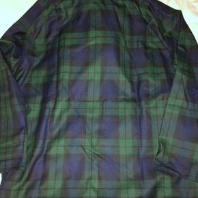 Sælger bukser i samme materiale Pris for sæt: 1900 pp