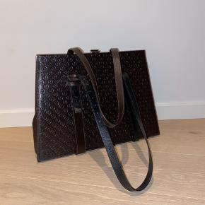 Freya Dalsjø x Adax taske. Brugt få gange - ingen tegn på brug eller slid.