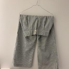 Sælger disse fine stribede bukser fra ZARA. Nærmest ikke brugt 😄