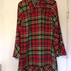 Flot og frisk kjole fra resume.  Nypris 1200 Længde 94 Brystmål 100-106. Lidt stræk i Lommer i.