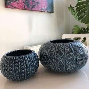 Fine vaser fra canett Har 2 store og 3 små  Pris for lille: 30 Pris for stor 45 Pris for alle 5: 150 Kan sendes for 25 kr eller afhentes i 7900 Nykøbing mors