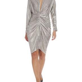 IRO kjole købt i december 2019 og brugt én gang. Fremstår derfor fuldstændig som ny. Prisen er fast. Nypris 2000 kr. Farven kan beskrives som 'champagne'-farvet.