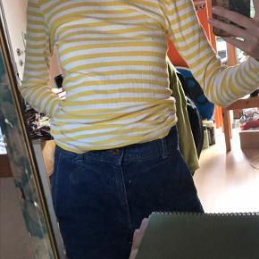 Smuk gul og hvid Mads Nørregaard bluse.  Perfekt stand!