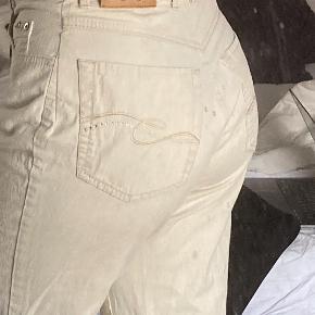 Mega fede hvide bukser med flotte palliet detaljer på lommerne
