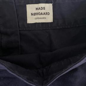 Skøn nederdel fra Mads Nørgaard. Alm i str og med lynlås bagpå.  Brugt Max 10 gange  A-facon