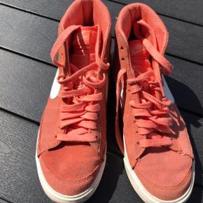 Peachy Nike basket i ruskind str 40