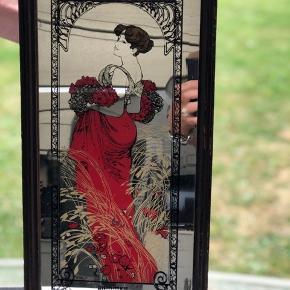 Super fint retro spejl med smuk dame. I pæn stand.