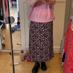 Super smuk nederdel - brugt 1 gang.