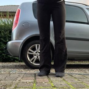 Sælger disse designbysi flare bukser i str L, svarer dog mere til S/M. Np: 299kr Mp: 130kr + fragt på 37kr
